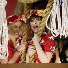 Tiffany Thornton e Demi Lovato in una scena dell'episodio Cheater Girls di Sonny tra le stelle