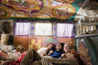 Una colorata immagine del film Taking Woodstock
