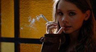 Victoria Larchenko in uno scatto dal set del film Polvere