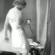 Alice White (Anny Ondra) uccide l'artista (Cyril Ritchard) in una scena di Ricatto