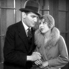 Anny Ondra e John Longden in una scena di Ricatto (Blackmail, 1929)