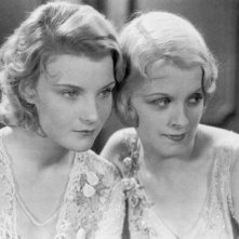 Helen Chandler (Mina) e Frances Dade (Lucy) in una immagine promozionale di Dracula
