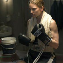 Hilary Swank è Maggie Fitzgerald in una scena di Million Dollar Baby