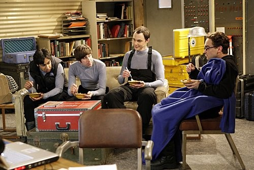 Johnny Galecki Simon Helberg Kunal Nayyar E Jim Parsons In Una Scena Dell Episodio The Monopolar Expedition Di The Big Bang Theory 116683