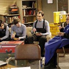 Johnny Galecki, Simon Helberg, Kunal Nayyar e Jim Parsons in una scena dell'episodio The Monopolar Expedition di The Big Bang Theory