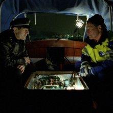 Baard Owe e Bjørn Floberg in una scena del film Il treno del signor Horten