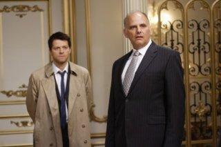 Kurt Fuller e Misha Collins nell'episodio Lucifer Rising di Supernatural