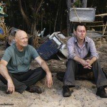 Michael Emerson e Terry O'Quinn nell'episodio The Incident, finale della stagione 5 di Lost