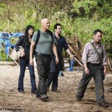 Michael Emerson, Yunjin Kim e Terry O'Quinn in una scena dell'episodio The Incident, finale della stagione 5 di Lost