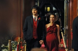 Michael Steger e Jessica Lowndes in un momento dell'episodio Zero Tolerance di 90210