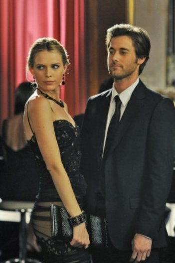 Sara Foster e Ryan Eggold in una scena dell'episodio Zero Tolerance di 90210
