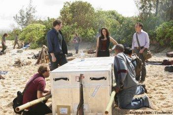 Una foto di scena dell'episodio The Incident, finale della stagione 5 di Lost