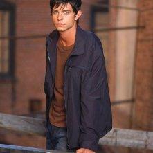Jason Behr in una foto promozionale della second season di Roswell