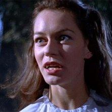 Carol Marsh in una scena di Dracula il vampiro