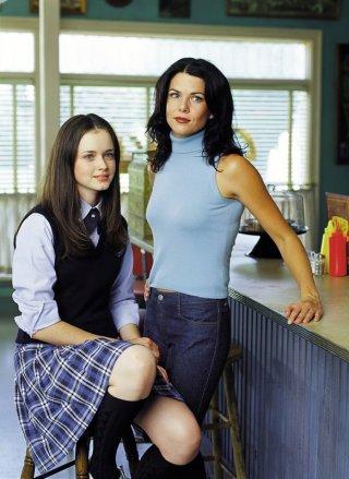 Lauren Graham e Alexis Bledel in una scena di Una mamma per amica