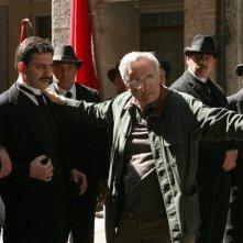 Filippo Timi e il regista Marco Bellocchio sul set del film Vincere