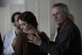 Giovanna Mezzogiorno e il regista Marco Bellocchio sul set del film Vincere