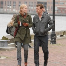 Nicholas Bishop e Kelli Giddish in una scena di Past Life