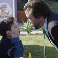 Tyler Labine in una scena della serie Sons of Tucson