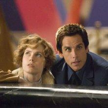 Amy Adams e Ben Stiller in una scena del film Una notte al museo 2: la fuga