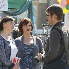 Johann Urb, Lindsay Price e Sara Rue in una scena del pilot di Eastwick