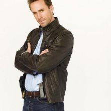 Joseph Fiennes in una foto promozionale di Flash Forward