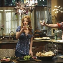 Lindsay Price, Rebecca Romijn e Jaime Ray Newman brindano nel pilot di Eastwick