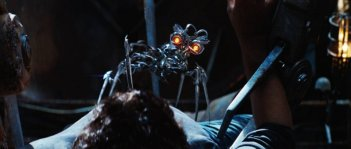 Un'immagine di The Doctor dei Decepticon del film Transformers - La vendetta del caduto