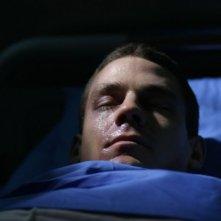 Henry Garrett in una sequenza del thriller Visions diretto da Luigi Cecinelli