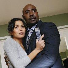Lourdes Benedicto e Morris Chestnut in una scena del pilot della nuova serie V