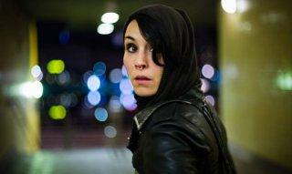 Noomi Rapace interpreta Lisbeth Salander nel film Uomini che odiano le donne tratto dal romanzo cult di Stig Larsson