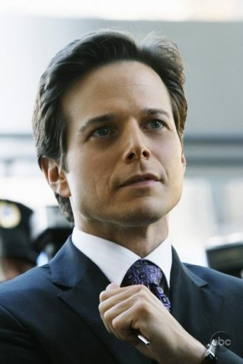 Scott Wolf nel pilot della nuova serie V