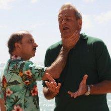 Carlo Buccirosso e Enrico Bertolino in un'immagine del film Un'estate ai Caraibi