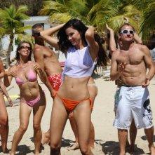 Jayde Nicole in una scena del film Un'estate ai Caraibi