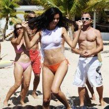 La provocante Jayde Nicole in una scena del film Un'estate ai Caraibi