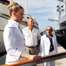Martina Stella, Enrico Bertolino e Carlo Buccirosso in un'immagine del film Un'estate ai Caraibi