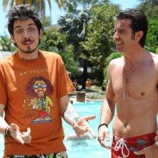 Paolo Ruffini e Paolo Conticini in un'immagine del film Un'estate ai Caraibi