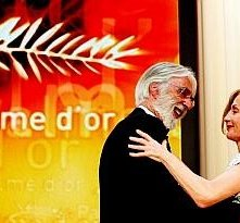 Cannes 2009: Michael Haneke vincitore della Palma d'Oro per Il nastro bianco, accanto a Isabelle Huppert