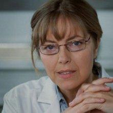 Greta Scacchi è la Dottoressa Dubois nel film L'amore nascosto