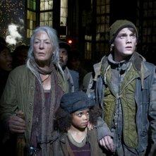 Jane Alexander, Jadagrace e Anton Yelchin in un'immagine di Terminator Salvation