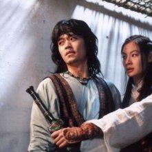 Lee Seo-jin e Yoon So-yi in una sequenza del film Il potere della spada
