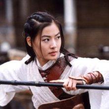 Yoon So-yi in una sequenza del film Il potere della spada