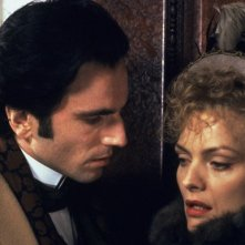Daniel Day Lewis e Michelle Pfeiffer in una scena de L'età  dell'innocenza