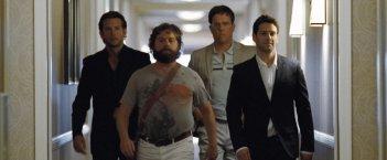 Bradley Cooper, Zach Galifianakis, Ed Helms e Justin Bartha in una scena del film Una notte da leoni