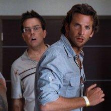 Zach Galifianakis, Ed Helms e Bradley Cooper in una scena del film Una notte da leoni