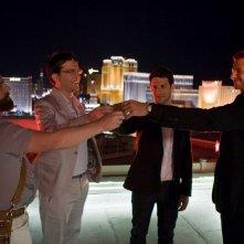 Zach Galifianakis, Ed Helms, Justin Bartha e Bradley Cooper in una scena del film Una notte da leoni
