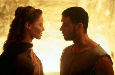 Connie Nielsen e Russel Crowe in una scena del film Il Gladiatore