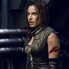 La bella Antje Traue in una scena di Pandorum