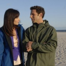 Mark Feuerstein e Jill Flint in una scena del pilot di Royal Pains