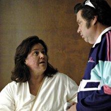 Oliver Platt e Rosie 'O Donnell in un episodio di Nip/Tuck